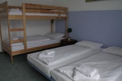 Mehrbettzimmer mit Etagenbett